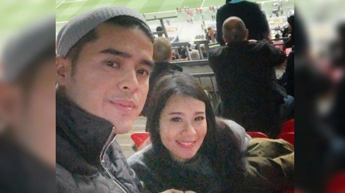 Foto pasangan Gideon Simanjuntak dan Amanda Zevannya saat menikmati bulan madu di Stadion Wembley Inggris.