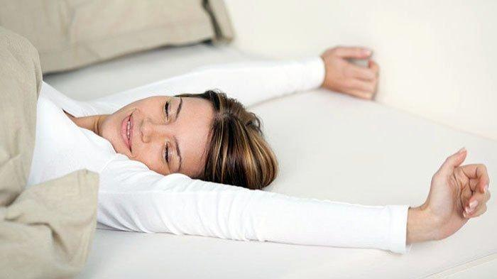 Apa Benar Tidur Tanpa Bantal Baik untuk Kesehatan Tubuh? Berikut Penjelasan Lengkapnya