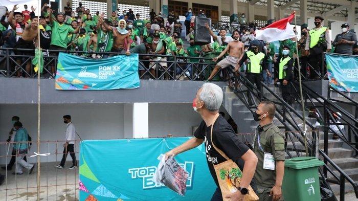 Semangati Tim Sepak Bola Jateng, Gubernur Ganjar Justru Dapat Sambutan Meriah dari Suporter Jatim