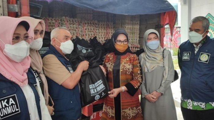 Gubernur Serahkan 1.000 Paket Sembako untuk Warga Bontang