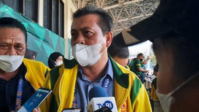 Wagub Hadi Mulyadi Saksikan Langsung Pertandingan Tim Sepak Bola Kaltim Versus Jatim