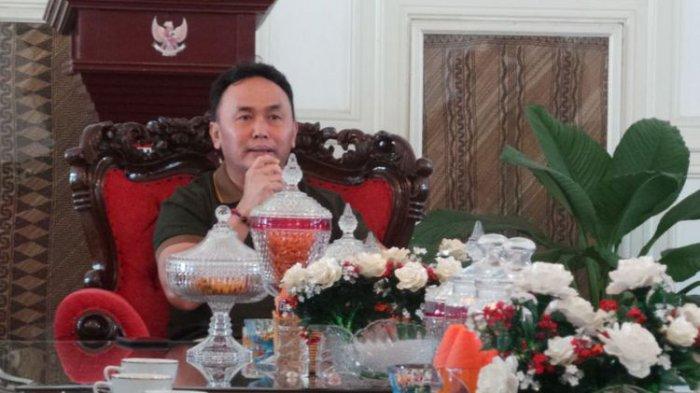 Boyong Calon Istri yang Lebih Muda 19 Tahun, Gubernur Kagetkan Warganya, Mohon Doa Restunya