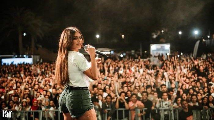 Gara-gara Celana Gemes, Penyanyi Cantik Haifa Wehbe Dapat Teguran Keras Polisi Mesir