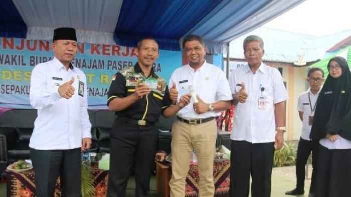 Kunjungi Desa Bukit Raya, Hamdam Minta Warga Tetap Bersemangat Bangun PPU