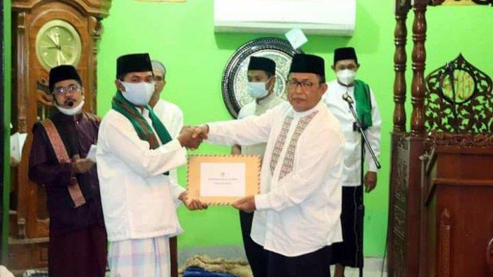Safari Ramadhan di Sesayap, Wabup KTT Hendrik Serahkan Bansos ke Masjid Baiturrahman, Ini Nominalnya