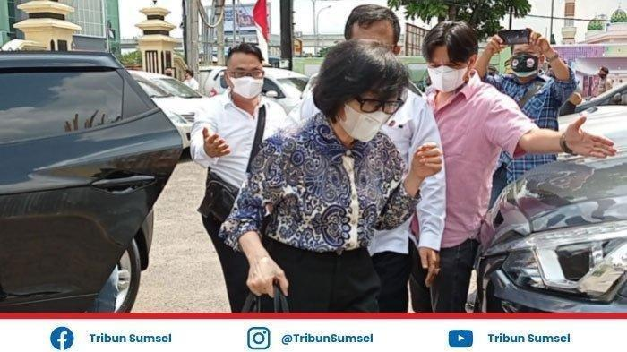 Heriyanti putri bungsu Akidi Tio di Polrestabes Palembang dan jadi tersangka