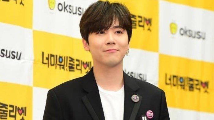 Aktor, penyanyi, dan pembawa acara asal Korea Selatan Lee Hongki.