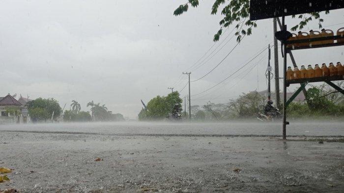 Prakiraan Cuaca BMKG, Waspada Hujan & Petir Berpotensi Terjadi di Malinau pada Siang dan Malam Hari