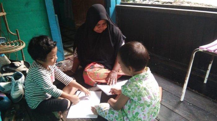 Penjual Pisang Sekolahkan 3 Anaknya Jadi Sarjana (2): Tinggal Numpang yang Penting Anak Bisa Kuliah