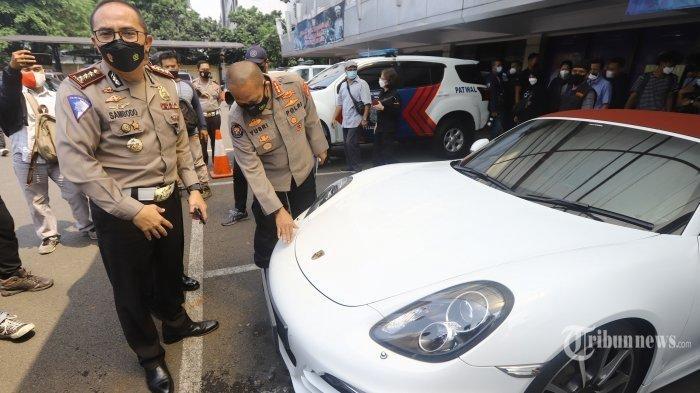 TERKUAK Identitas Pemilik Porsche Terobos Jalur TransJakarta, Pakai Mobil Orang Tua, Begini Nasibnya