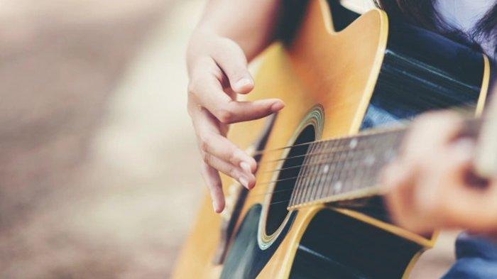 Chord Lagu Pamit - Tulus :Izinkan Aku Pergi Dulu, Yang Berubah Hanya Tak Lagi Ku Milikmu