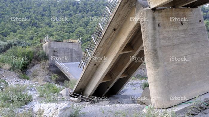 Jembatan Penghubung Kalsel-Kaltim Putus, Satu Pengendara Tewas Terseret Banjir