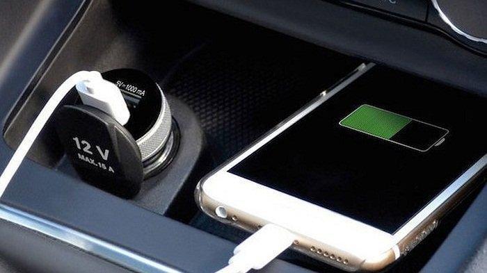 Tahukah Anda, Ini Kesalahan Sering Dilakukan Ketika Mengisi Baterai HP, Sering men-Charge di Mobil