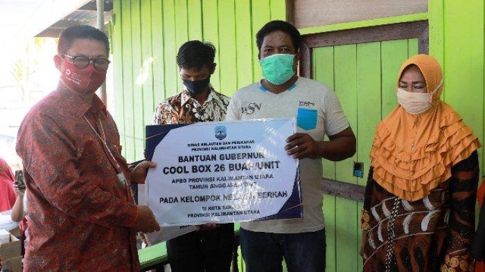 Kunjungi Wilayah Pesisir Tarakan, Gubernur Irianto Serahkan Bantuan ke Nelayan