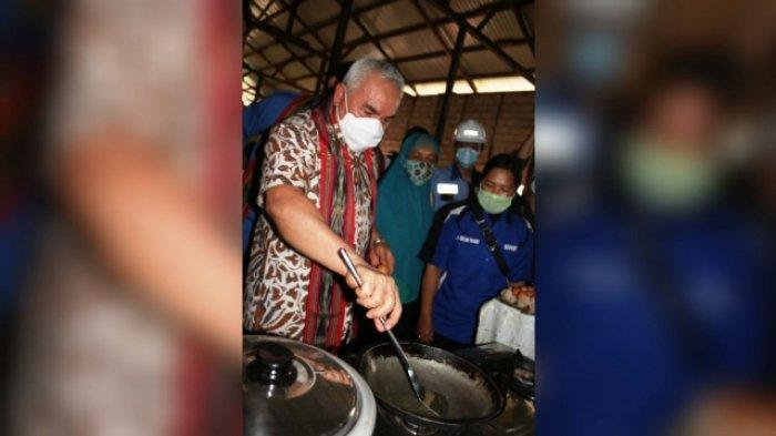 Telur Ceplok Ala Gubernur Isran, Gunakan Kompor Biogas Kotoran Sapi di Mini Ranch Kampung Muhur