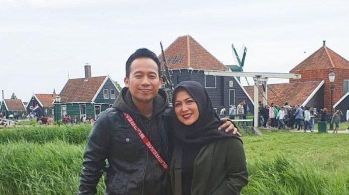 Terima Cek Rp 150 Juta Istri Denny Cagur Beri Ciuman Mesra, Shanty: Emang Ini yang Aku Butuhkan