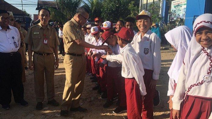 Hari Pertama Masuk Sekolah - Ada Anak Tak Mau PakaiSeragam,Wali Kota Samarinda: Itu Proses Saja