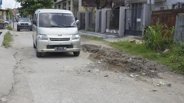 Cara Aman Menyalip Mobil Lain Saat Melaju di Jalan Raya