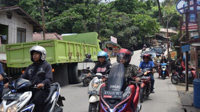 Jalan Gunung Mangga Samarinda Masih Dilalui Truk, Belum Ada Petugas Dishub Siaga di Jalanan Maut Ini