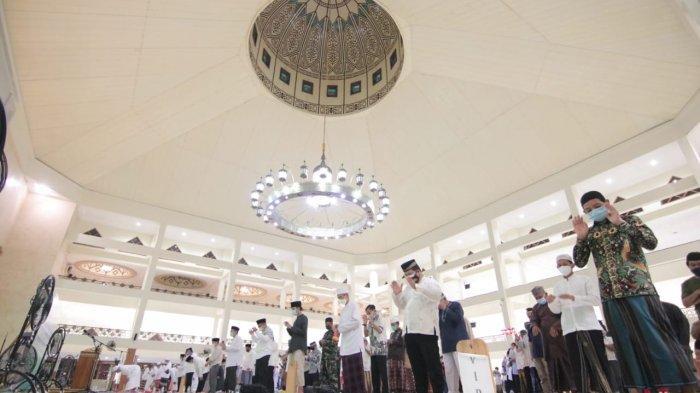 Panduan Lengkap Sholat Idul Fitri 1442 H, Lengkap Contoh Khutbah Menurut Ustadz Abdul Somad