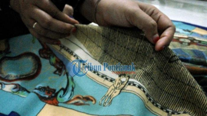 Jilbab Bermotif Pria dan Wanita Telanjang Beredar di Pontianak, Dijual Rp 35.000 per Helai