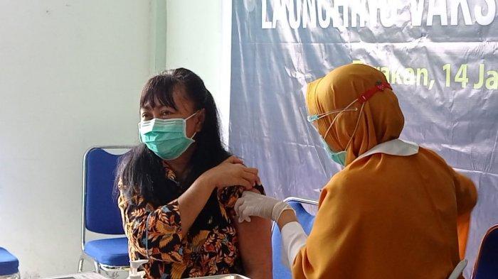 Juru bicara Gugus Tugas Penanganan covid-19 Kota Tarakan, dr Devi Ika Indriarti saat disuntik vaksin sinovac. TRIBUNKALTIM.CO/RISNAWATI