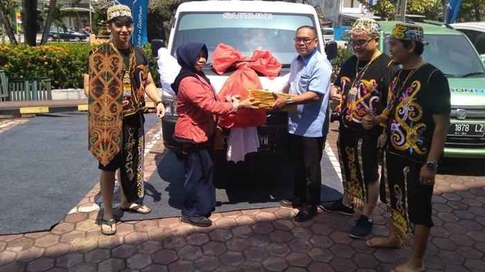 Hari Pelanggan Nasional, Warga Sepaku Dapat Hadiah dari Suzuki Samekarindo Indah Balikpapan