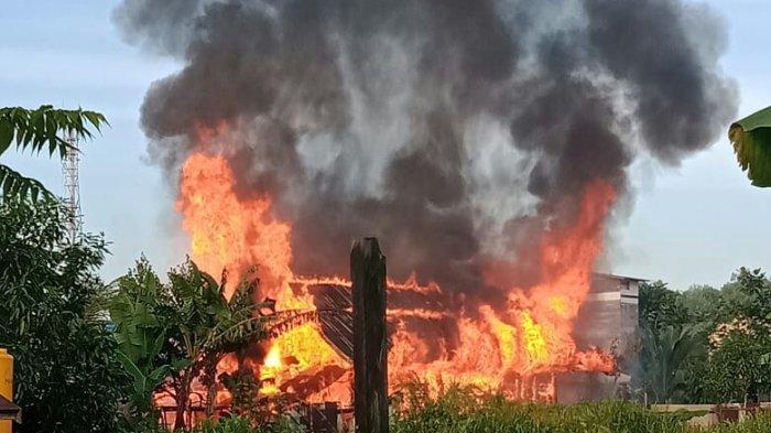 Satu Rumah di Berau Kalimantan Timur Ini Ludes Terbakar, Kerugian Ditaksir Mencapai Ratusan Juta
