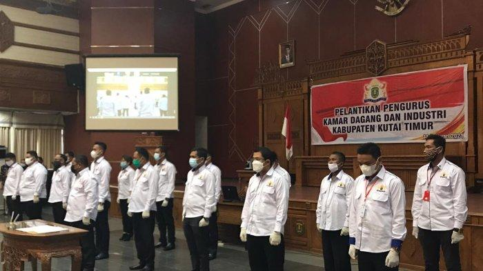 Puluhan pengurus Kamar Dagang dan Industri (Kadin) Kabupaten Kutai Timur periode 2020-2025 resmi oleh Ketua Kadin Provinsi Kalimantan Timur Dayang Donna Faroek.