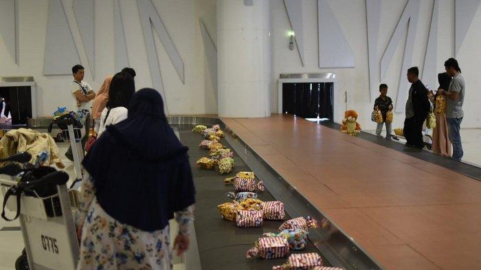 Tahun Baru 2019, Penumpang yang Mendarat Pertama di Bandara SAMS Sepinggan Balikpapan Dapat Kado
