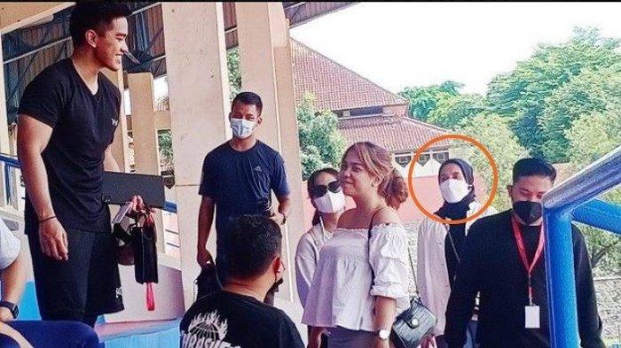 Nadya Arifta Temani Kaesang Pantau Seleksi Pemain Persis Solo, Putra Bungsu Jokowi Senyum Sumringah