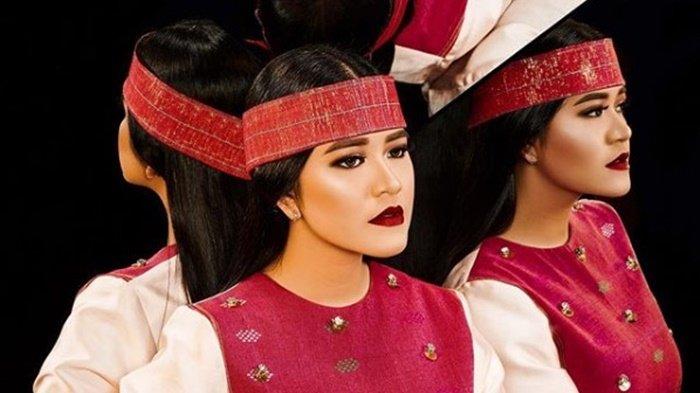 Kahiyang Ayu Tampil Cantik dengan Balutan Make Up Terinspirasi dari Aceh