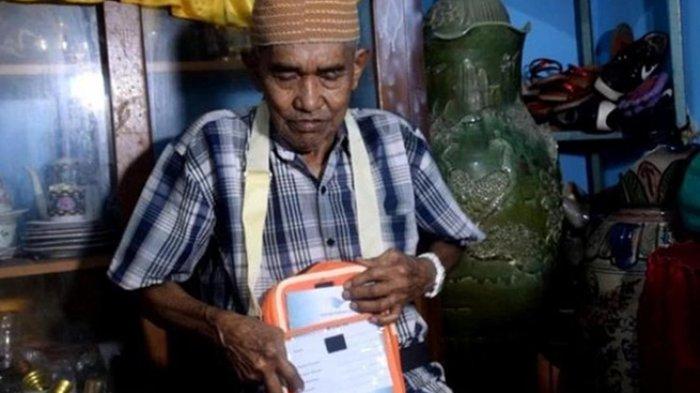 Setelah Menabung 46 Tahun, Akhirnya Kakek Penjual Gorengan Ini Berangkat Haji Tahun Ini