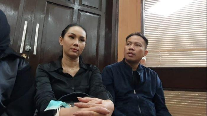 Kalina Oktarani saat menemani Vicky Prasetyo sidang kasus dugaan pencemaran nama baik terhadap Angel Lelga di Pengadilan Negeri Jakarta Selatan, Rabu (2/12/2020).