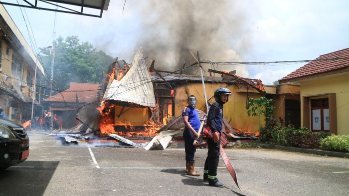 BREAKING NEWS - Baru Pindahan, Kantor Dinas Perkim Samarinda Terbakar