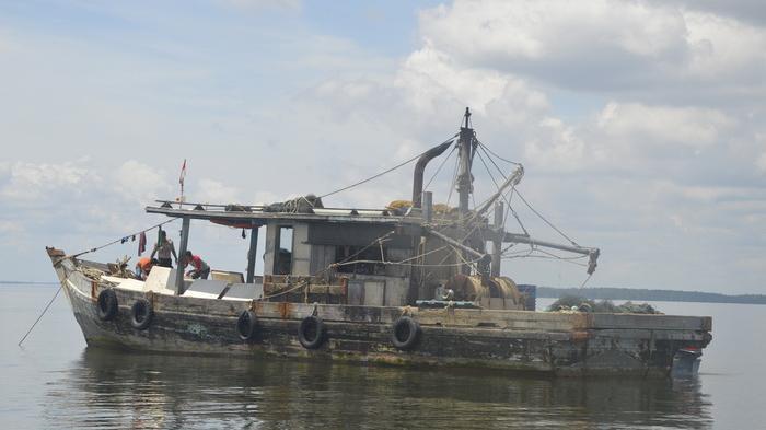 Polairud Polda Kaltim Tangkap Dua Kapal Trawl Asing
