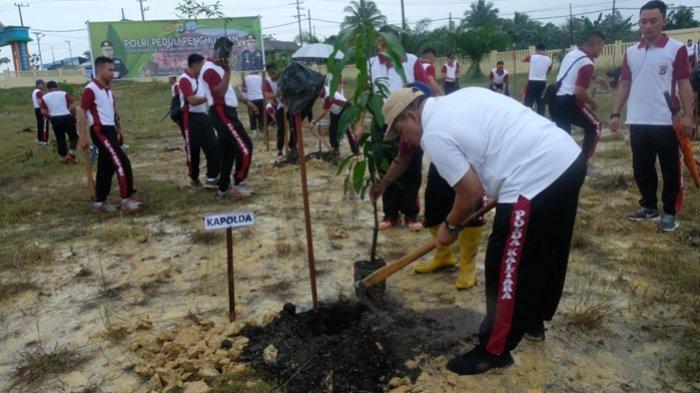 Meski Diguyur Hujan, Polda Kalimantan Utara Tetap Sukseskan Program Polri Peduli Penghijauan