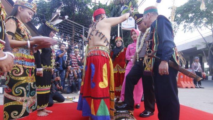 Kombes Pol Arif Budiman Jabat Kapolresta Samarinda, Eks Ajudan Jusuf Kalla Ini Disambut Tepung Tawar