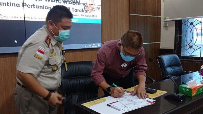 Penandatanganan pencanangan pembangunan zona integritas menuju WBK dan WBBM di Aula BKP Kelas II Tarakan.