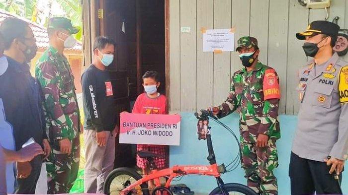 Vino Bocah Yatim Piatu di Kutai Barat Dapat Bantuan dari Presiden Jokowi