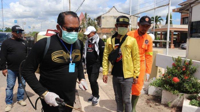 Siapkan 5.000 Liter Desinfektan, Wabup Kutim Kasmidi Masuk Perkampungan di Poros Sangatta -Bontang