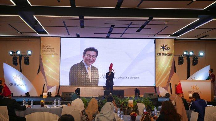 Chief Strategic Officer, Ji Kyu Jang menyampaikan sambutan pada acara pengenalan nama dan logo baru KB Bukopin di Kota Makassar.