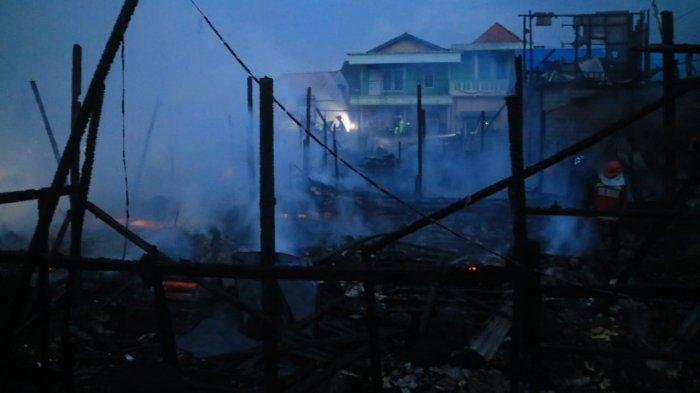 BREAKING NEWS - Jelang Petang, Si Jago Merah Lalap Permukiman Padat Penduduk di Samarinda