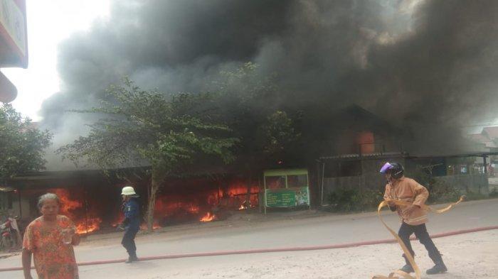 Meledak! Tiga Rumah Berbahan Kayu di Jalan Margo Santoso Sangatta Utara Ludes Terbakar