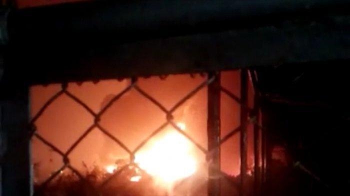 KILANG MINYAK TERBAKAR - Kebakaran yang terjadi di Pertamina Refinery Unit (RU) IV Cilacap Jawa Tengah dikabarkan terbakar pada, Jumat (11/6/2021) malam sekira pukul 20.00 WIB.