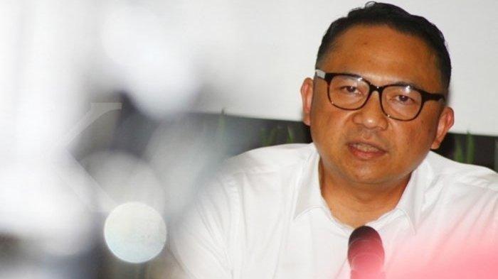 Pramugari Diduga Selingkuhan Eks Dirut Garuda Sering Gantungkan Foto Ari Askhara di Belakang ID Card