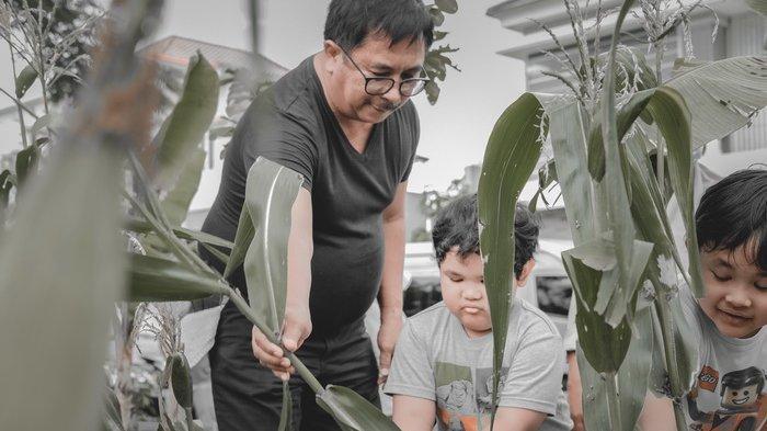Rizal Effendi bersama keluarga.
