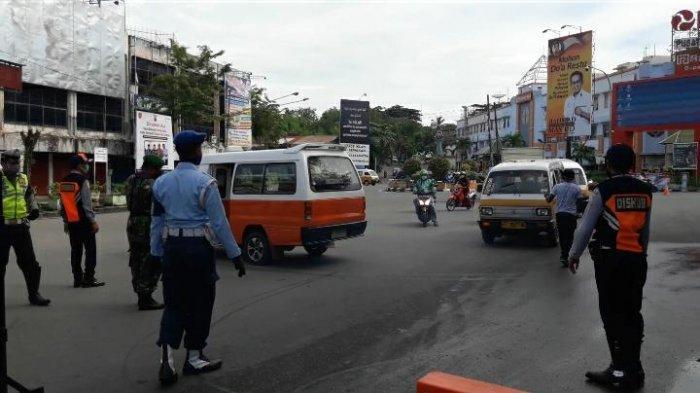 Pandemi Virus Corona, Hari Pertama 7 Ruas Jalan di Balikpapan Ditutup, Ada Angkot Nekat Terobos