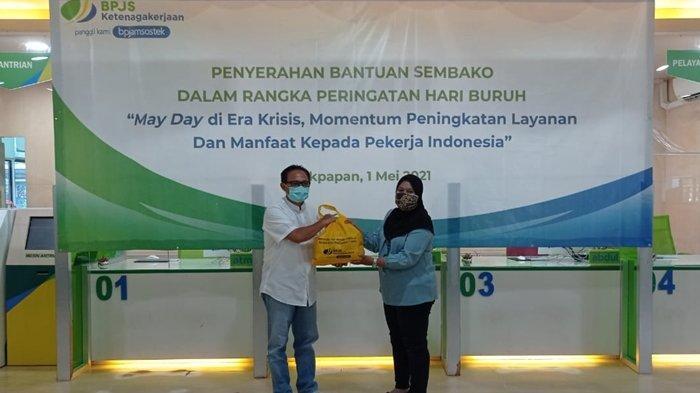 Peringati Hari Buruh, BPJamsostek Balikpapan Bagikan 300 Paket Sembako
