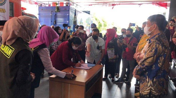 Kubar Terima 1.000 Paket Bantuan dari IKA Unmul untuk Warga yang Jalani Isoman